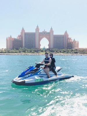 """تجارب الدراجات المائية في دبي الأفضل عالمياً لفئة المغامرات والأنشطة المائية ضمن جوائز """"تريب أدفايزر"""" للعام 2021"""